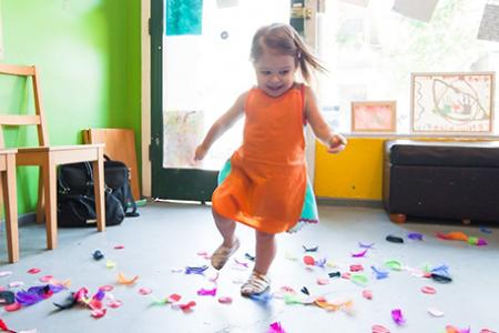 Játékos készségfejlesztés a Koraszülött Mentor Program keretében